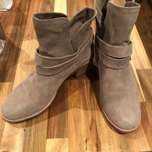UGG W Elora Ankle Boots